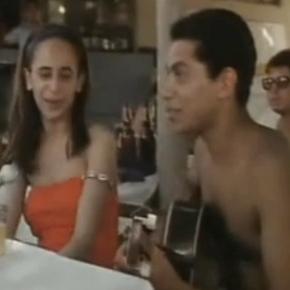 Jeunes, Maria Bethânia et Paulinho da Viola chantent «Rosa Maria» au bord de laplage