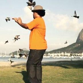 «Super Violão Mashup» de Lucas Santtana : clip et 45 Tours pour la sortie européenne de l'album SemNostalgia