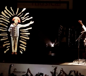 Gilberto Gil en duo avec… son hologramme!